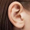 Чорні точки в вухах: причини, способи позбавлення та профілактика