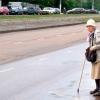 Що робити, якщо бабусі важко ходити