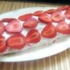 Десертний кабачковий рулет з полуницею і м`ятою. - рецепт