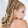 Довгі шиньйони: стильна зачіска в одну мить