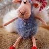 Іграшка - овечка в ковпаку
