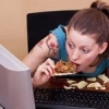 Через соціальних мереж жінки набирають зайву вагу