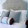 Елегантна спальня для тих, хто шукає затишок: м`яке узголів`я ліжка