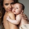 Як правильно тримати дитину стовпчиком після годування?