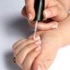 Лак-гель френч - непорушна краса ваших рук!