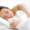 Чому німіють руки ночами, затікають під час сну?