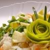 Салат з квашеної капусти з яблуком і зеленою цибулею
