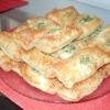Листкові пиріжки з бринзою і зеленню