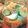 Листковий салат з огірків, фізалісу і моркви