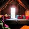 Спальні з скошеною стелею