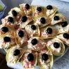 Тунець по-татарськи на рифлених картопляних чіпсах