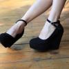 Замшеві туфлі на платформі: як вибрати і з чим носити