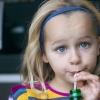 Зловживання солодкими напоями веде до раннього прояву менструацій у дівчаток